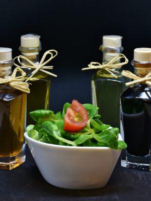 Balsamessige und Öle